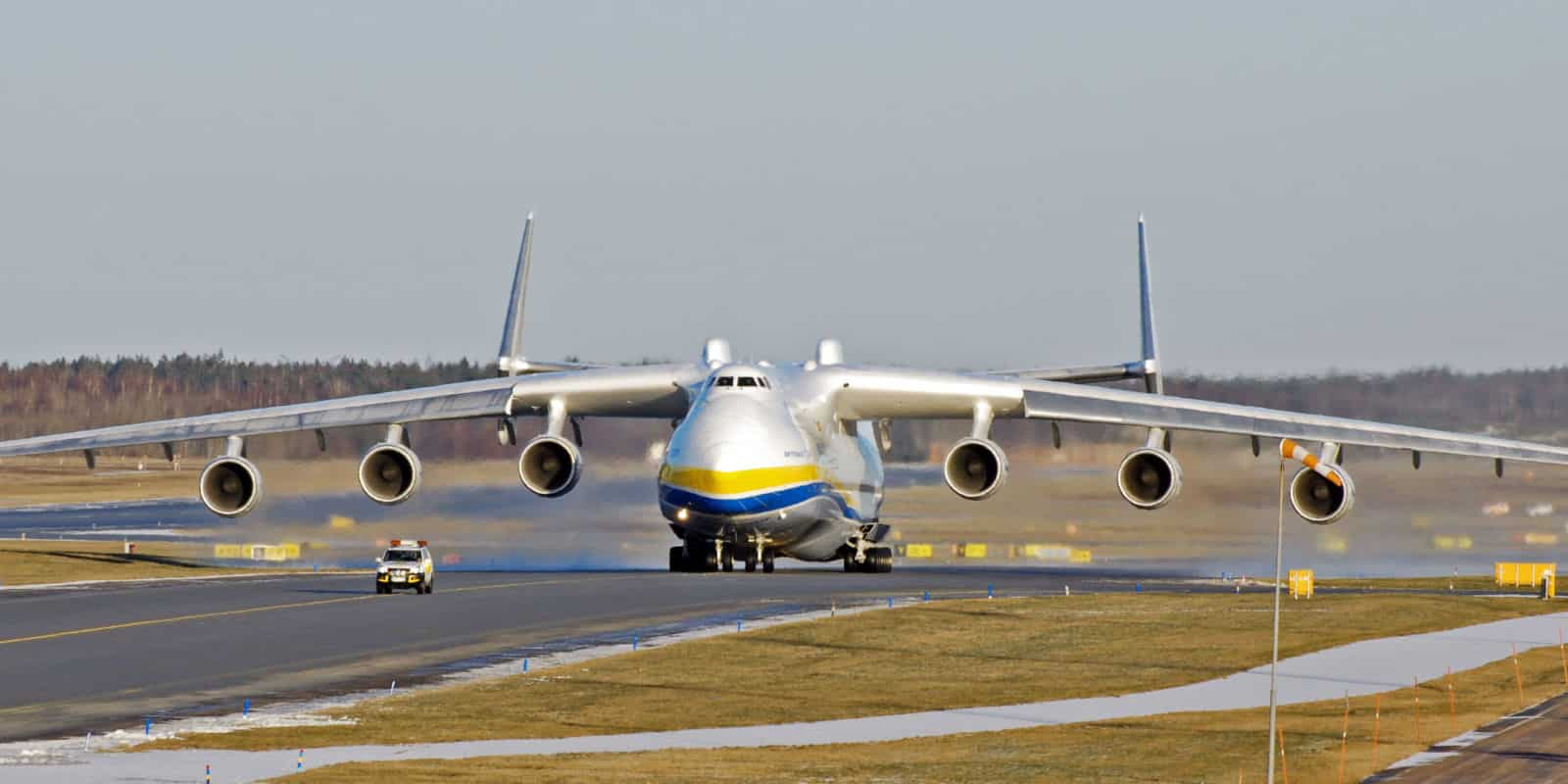 Antonov AN-225 Mriya - le plus grand avion cargo du monde