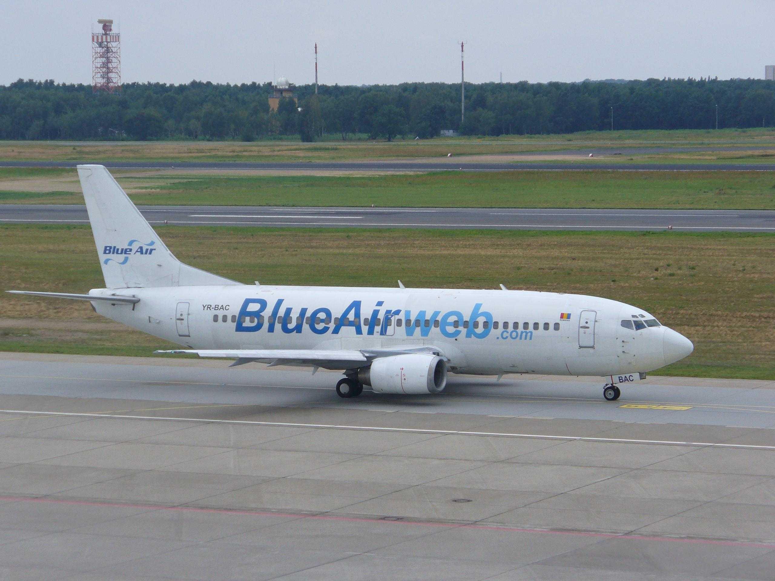 Blue_Air_737-300
