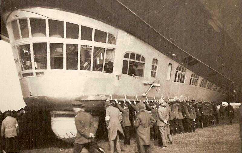800px-ZeppelinLZ127b