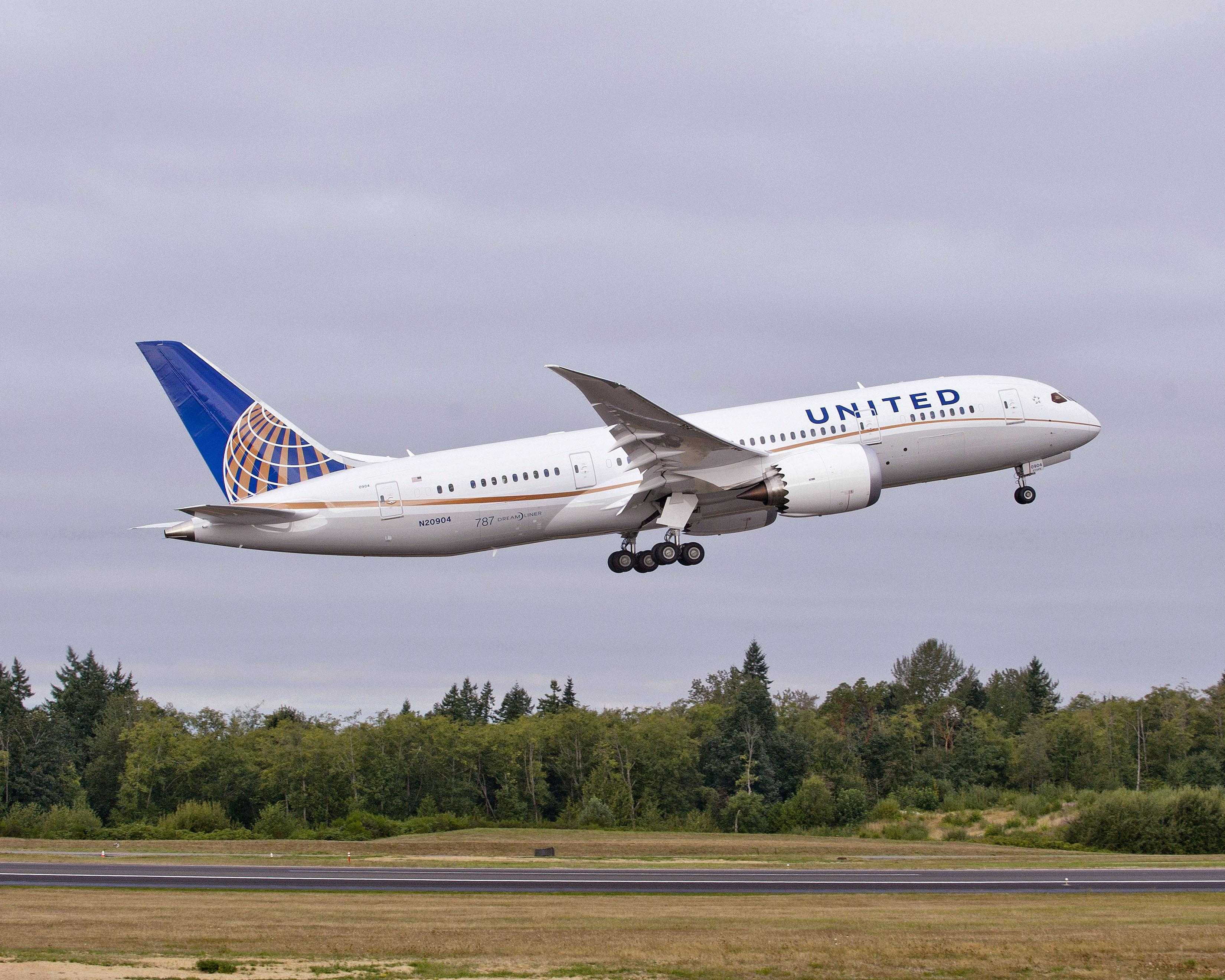 United Airlines 787 (LN 53) Take offK65741- 02