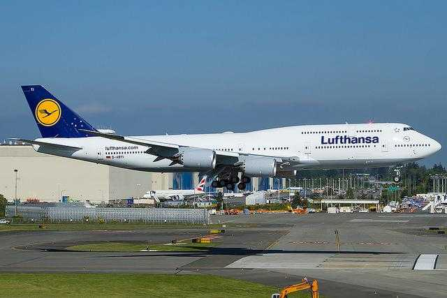 D-ABYI-Lufthansa-Boeing-747-8_2