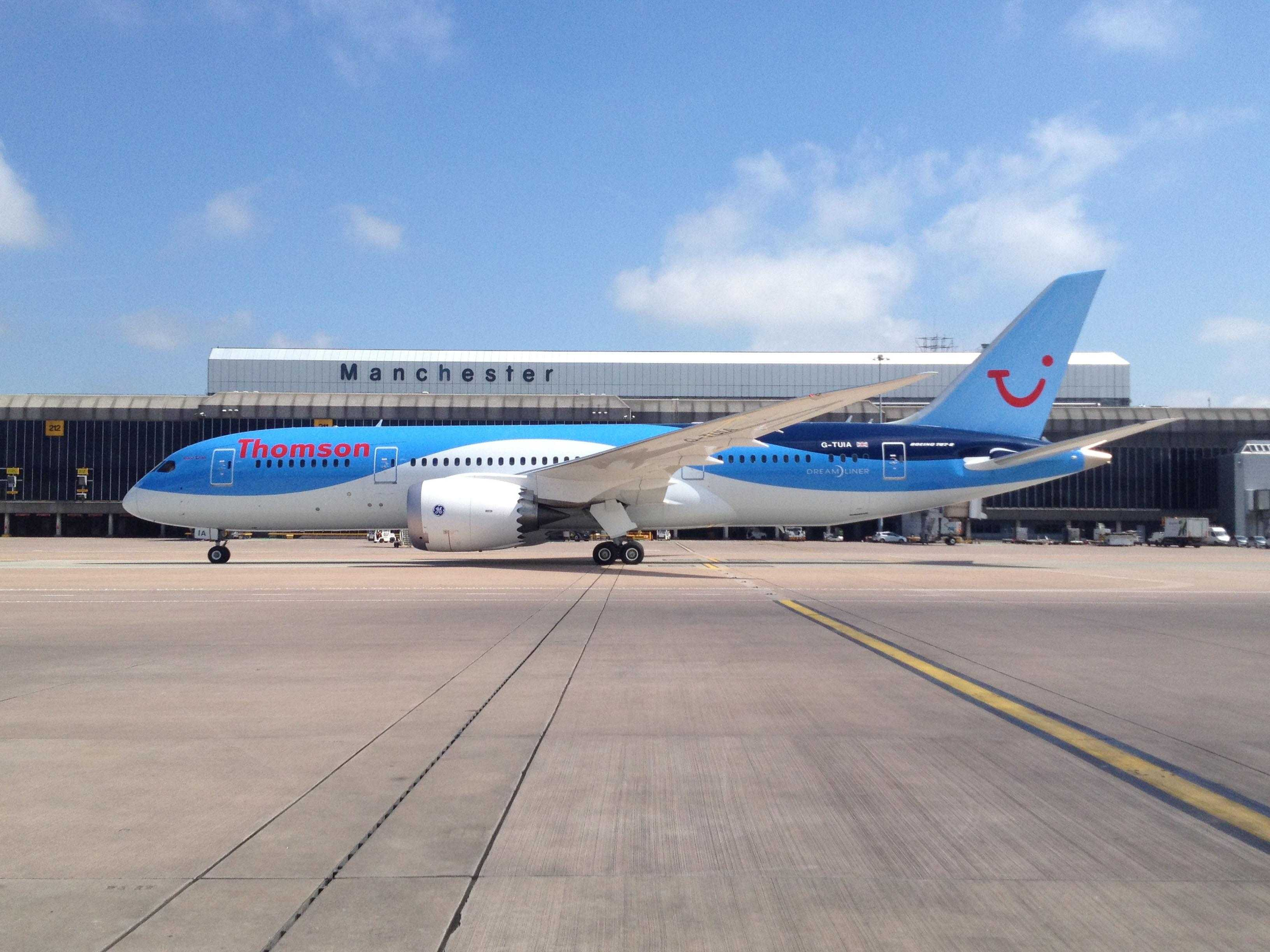 Thomson BRI 787 Arrives in Manchester England