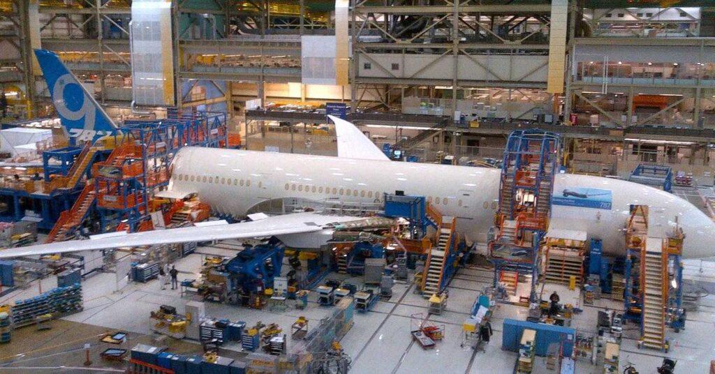 Erste 787-9 in der Fabrik bei Final Body Join