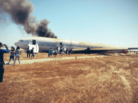 evacuare avion boeing 777 asiana airlines