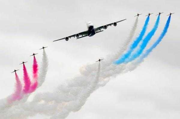 Red-Arrows-display-with-the-British-Airways-A380-at-the-Royal-International-Air-Tattoo-2072091