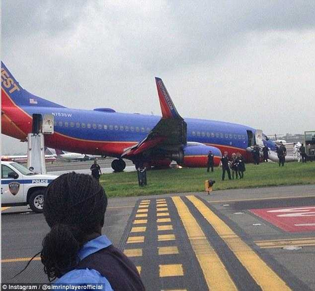 Southwest_Airlines_Boeing_737-700_LaGuardia_1