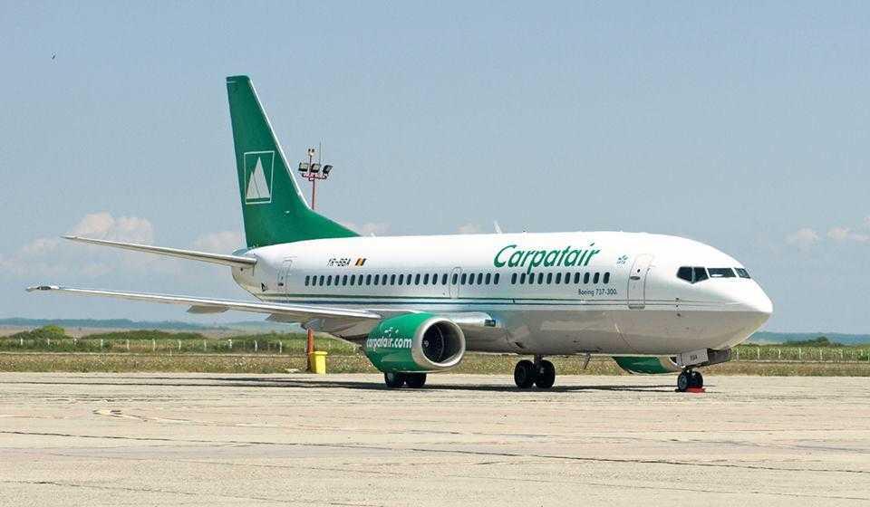 737-300_carpatair_1