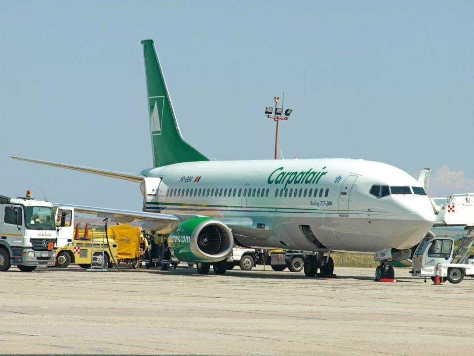 737-300_carpatair_2