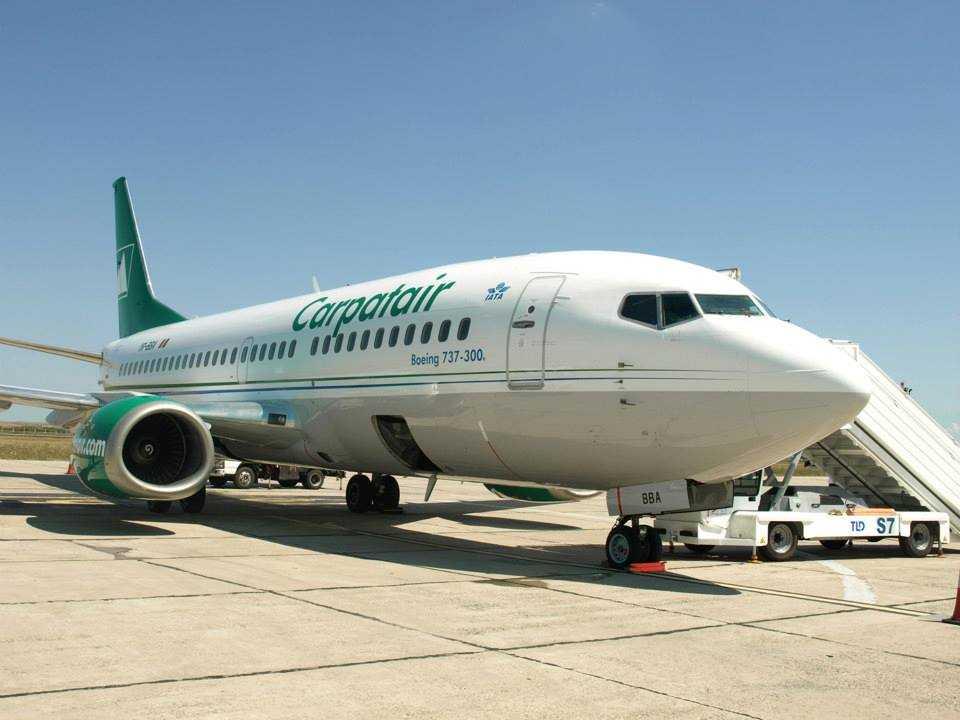 737-300_carpatair_4