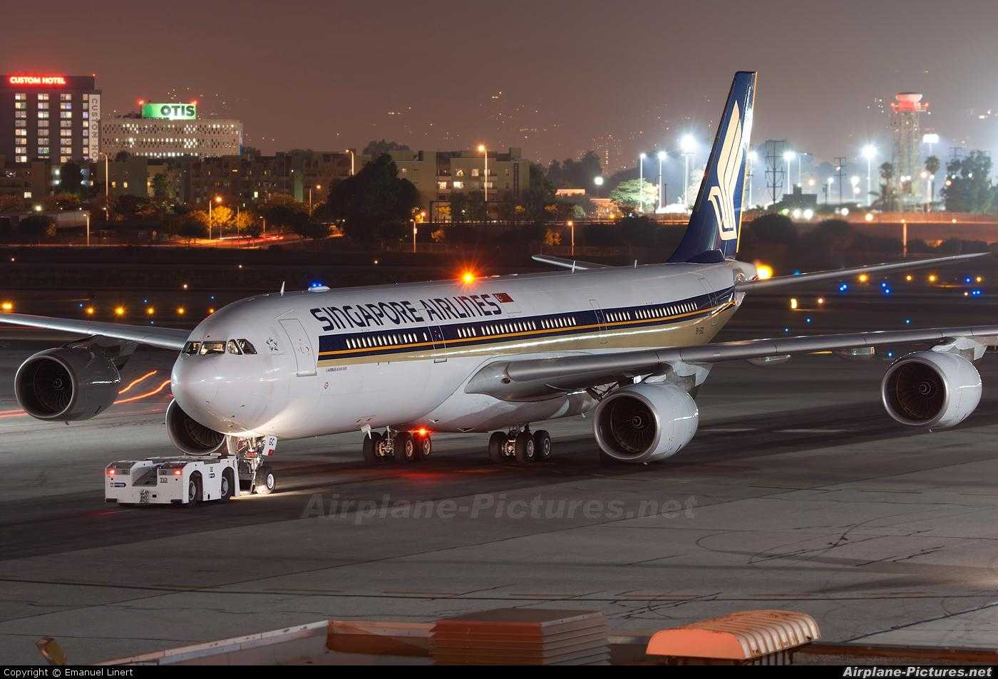 A340-500_Singapore_Airlines