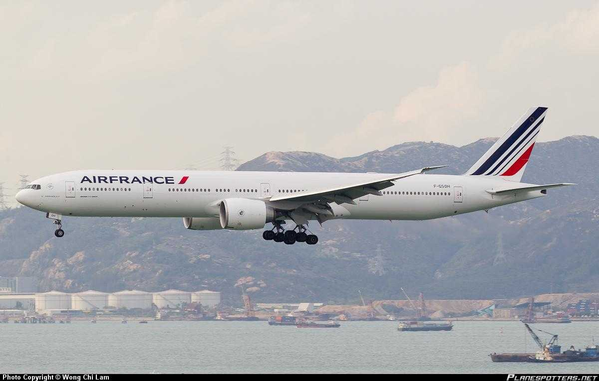 Air-France-Boeing-777-300-Hong-Kong
