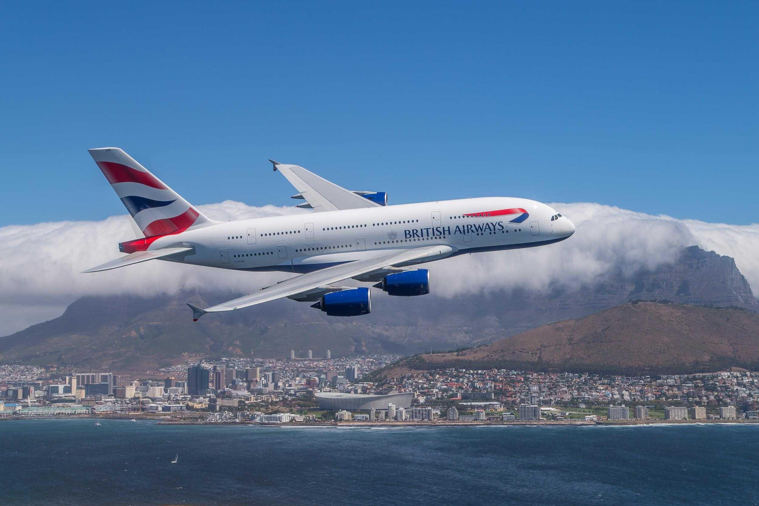 Noul A380 deasupra Cape Town