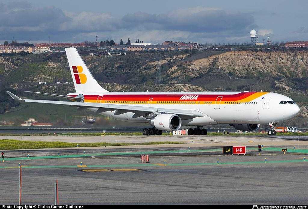EC-LUK-Iberia-Airbus-A330-300