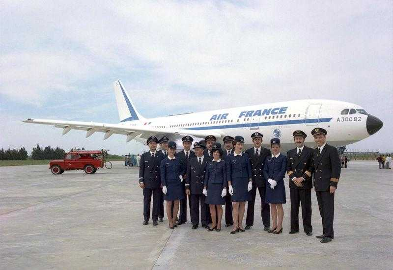 800x600_1399890120_A300B2_first_deli_to_AFR_1974__crew