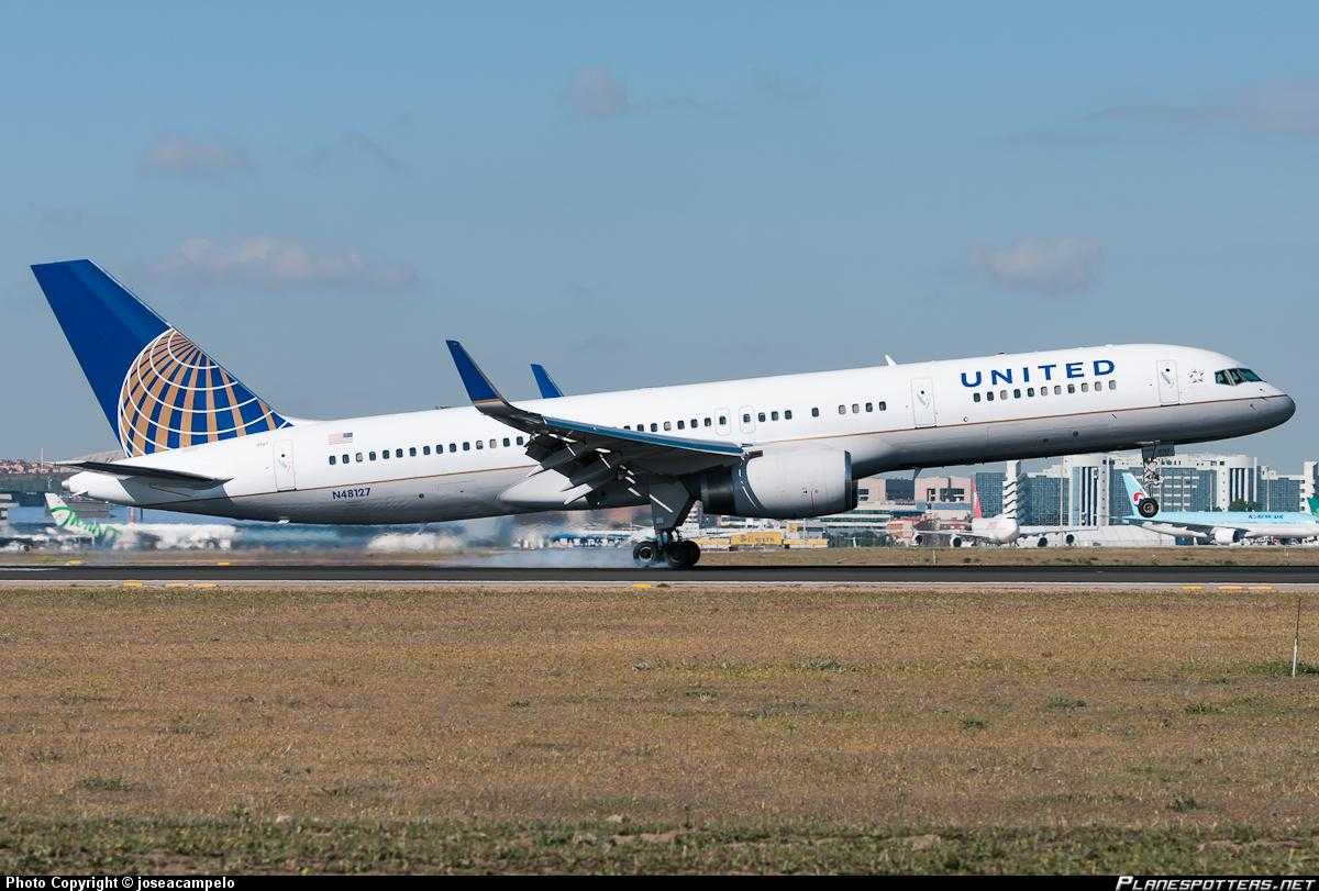 United-Airlines-Boeing-757-200
