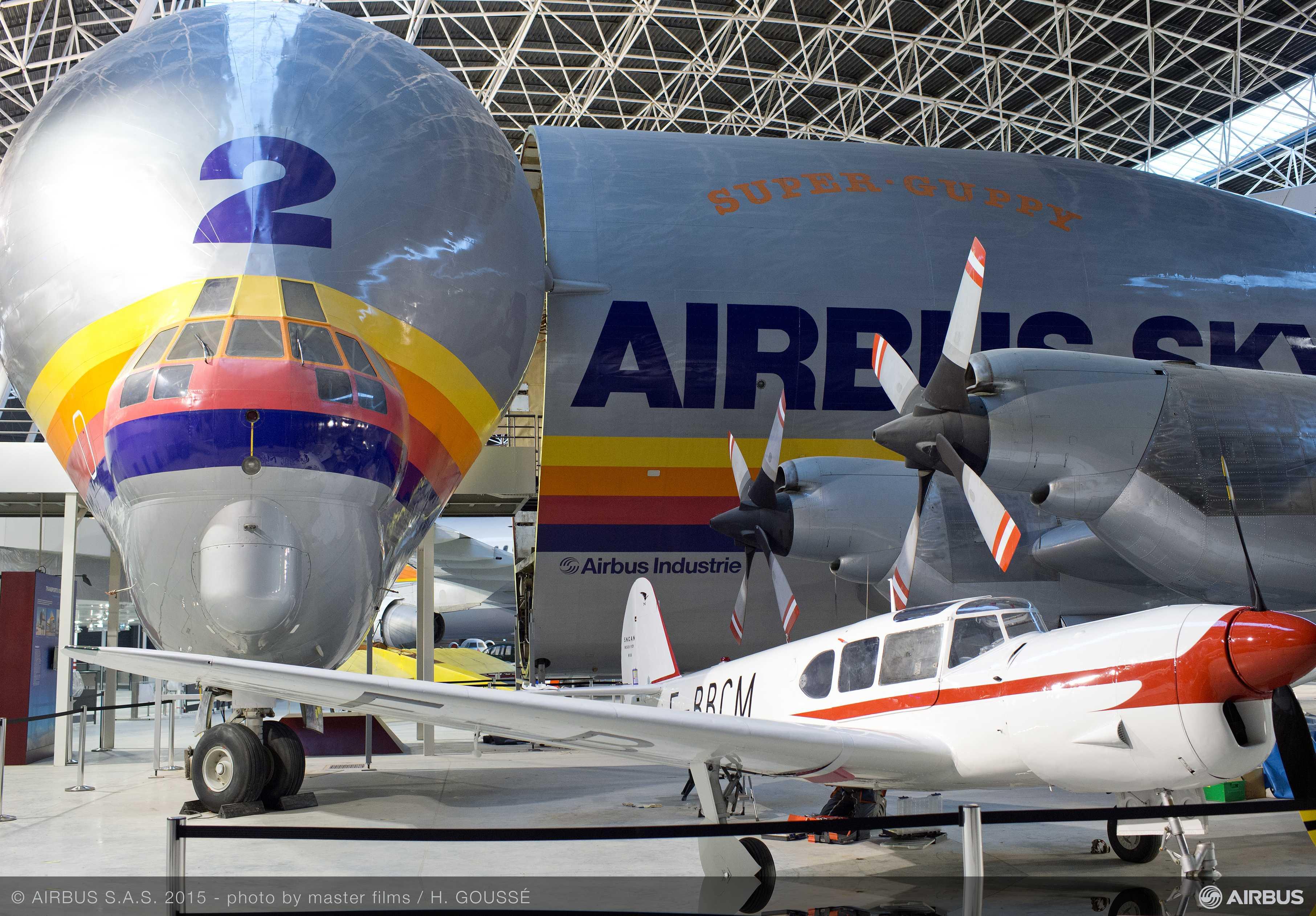 Aeroscopia_museum_aircraft_display_2