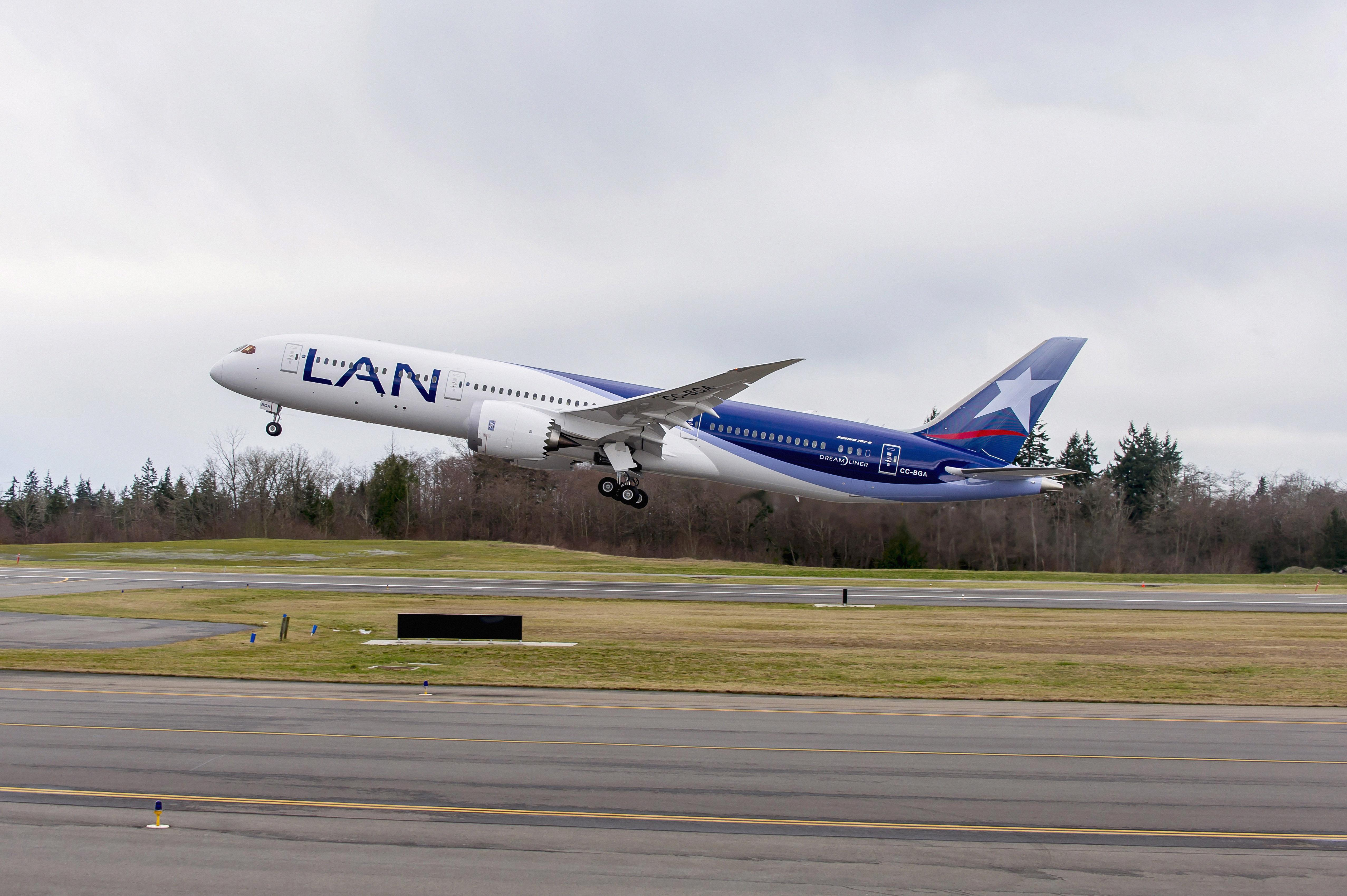 787-9 ILF_LAN