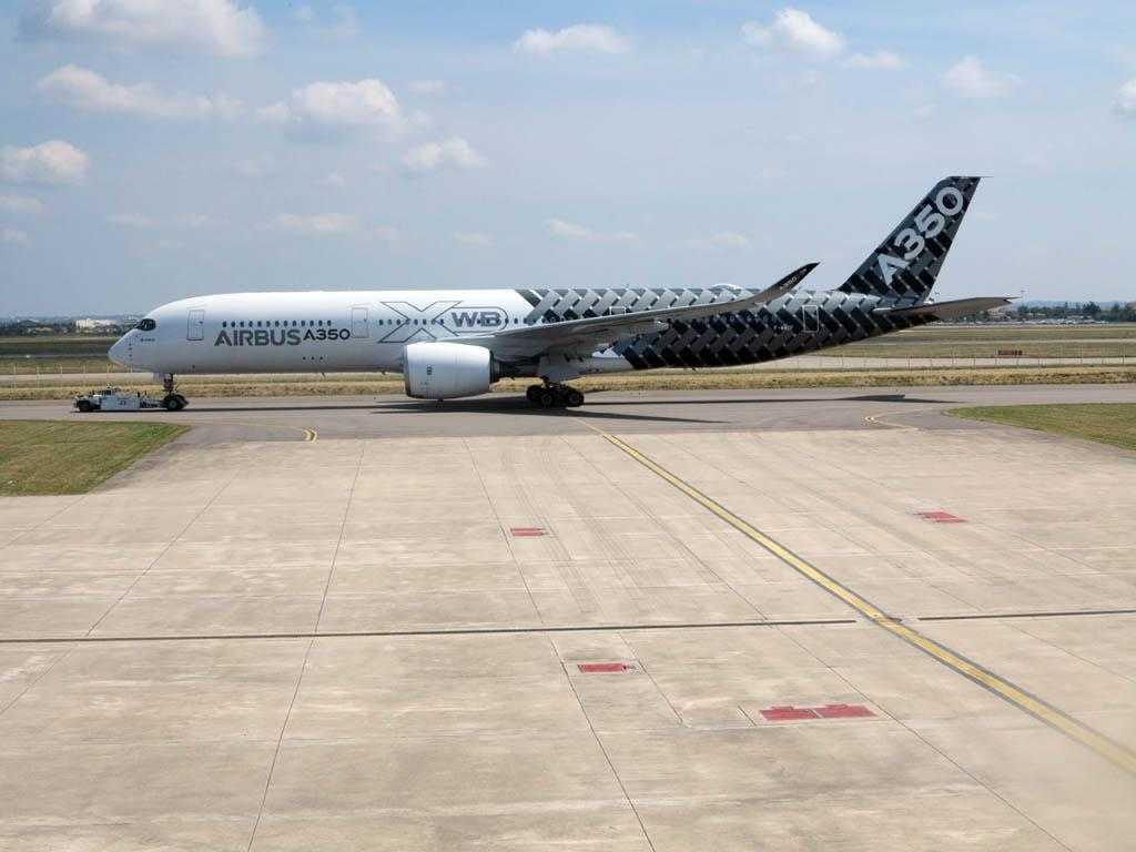 Airbus_A350_msn002