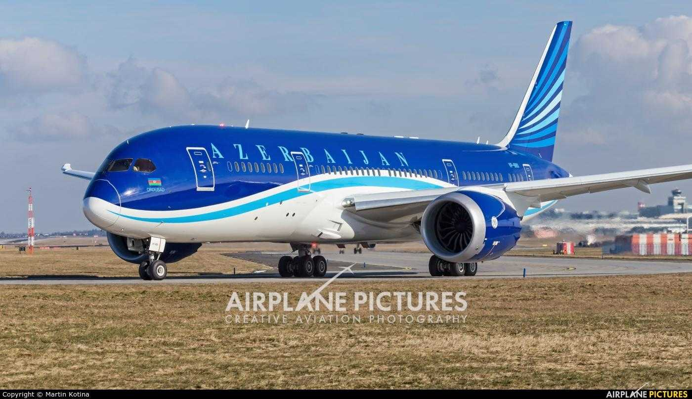 Azerbaidjan_Airlines_787_Dreamliner_Praga