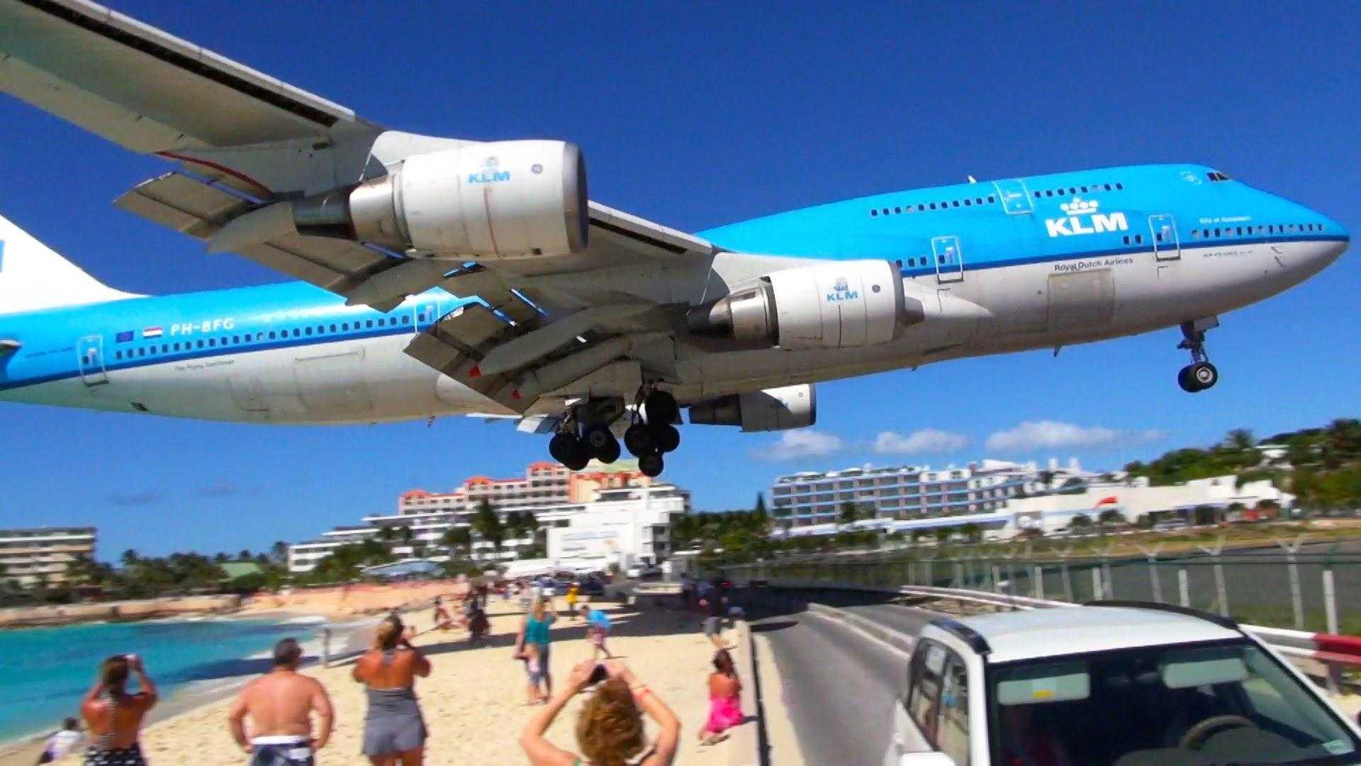 Boeing_747_landing_Sint_Maarten