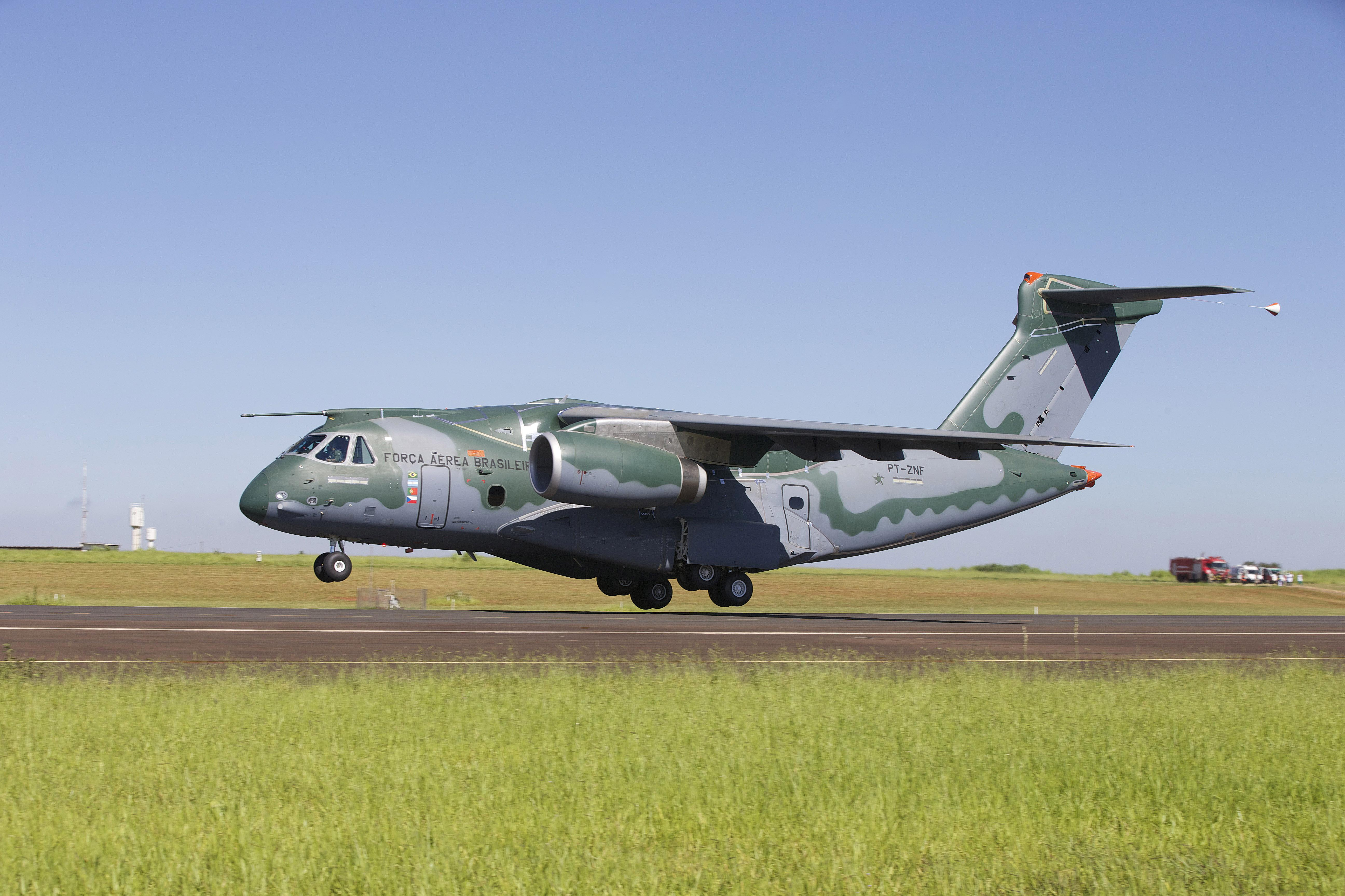 Embraer_KC-390_Take_Off