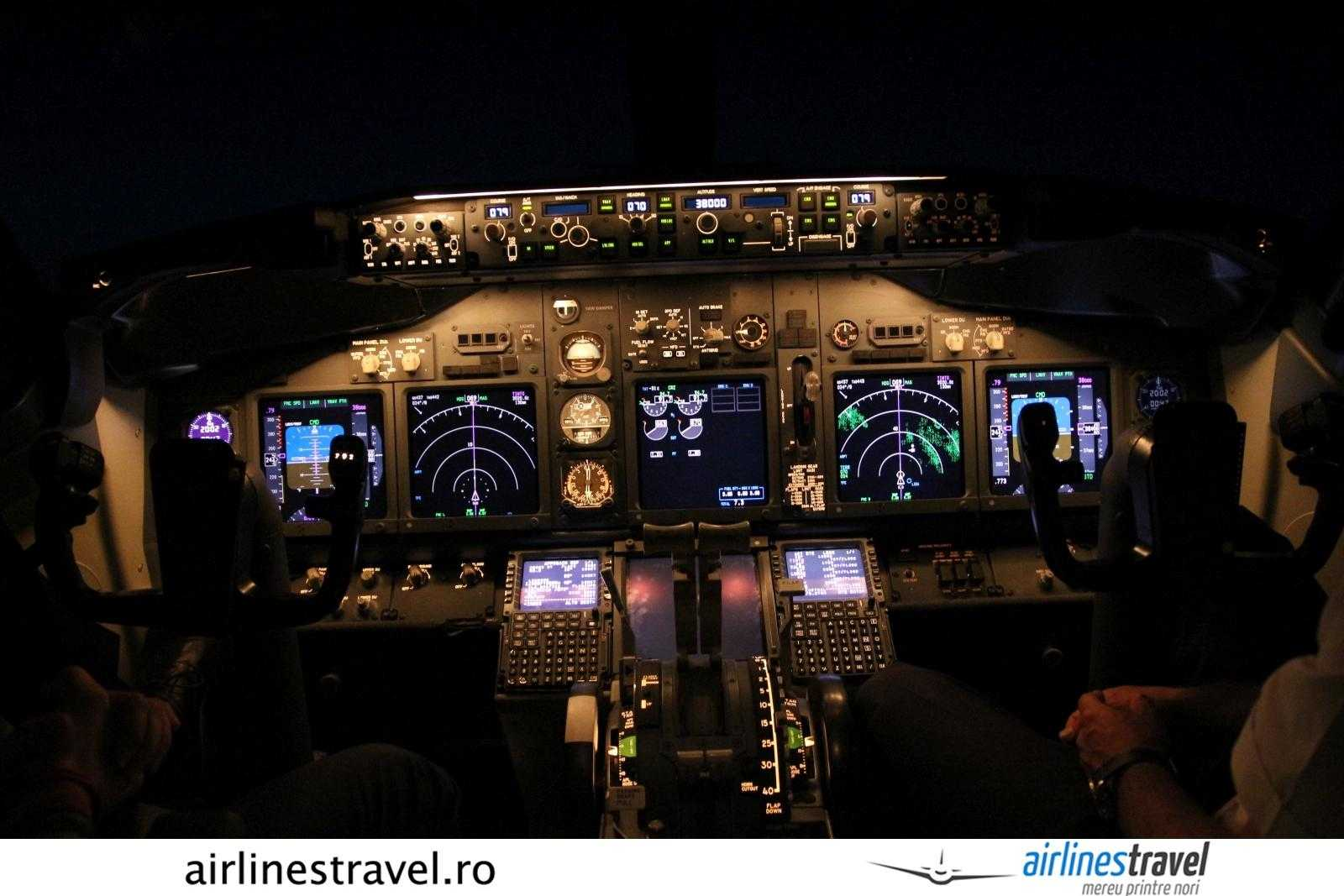 cockpit 737-800 TAROM