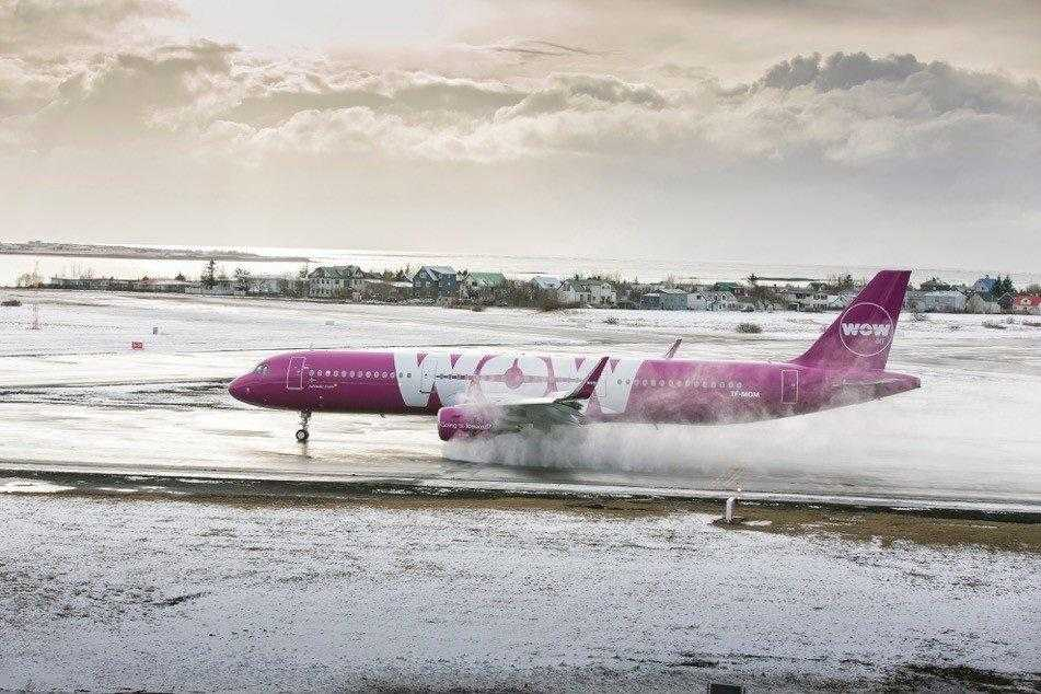 Airbus-A321-WOW-AIR-TF-MOM-1