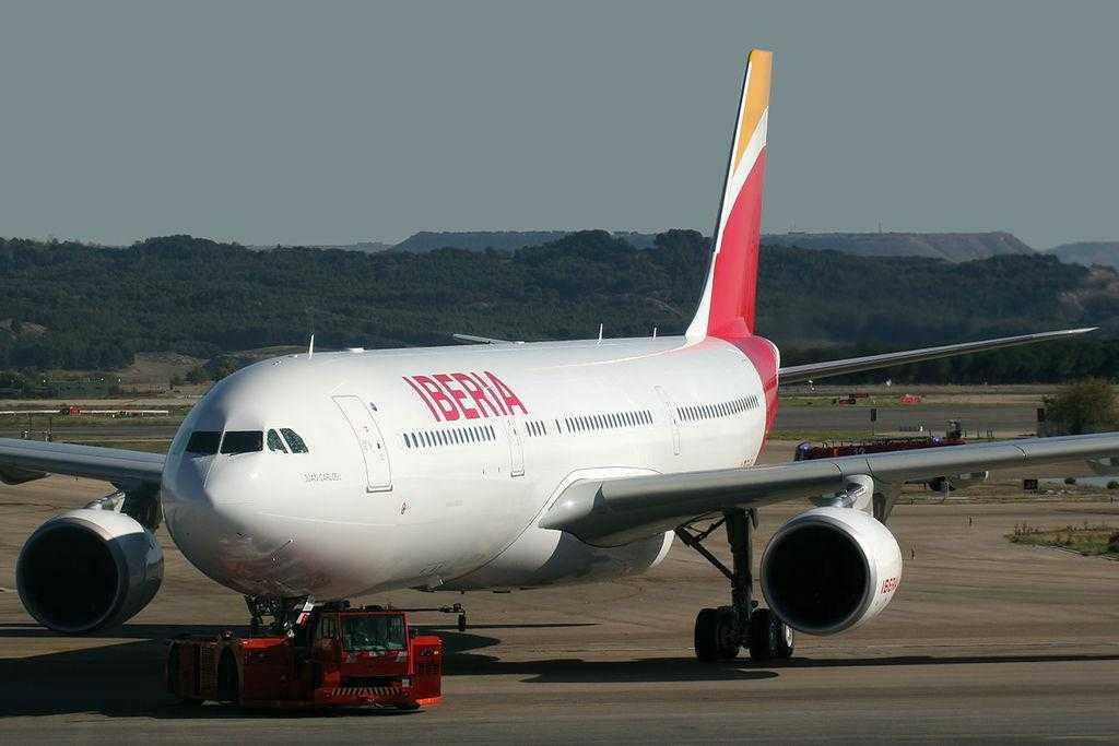 Airbus_A330-302_Iberia