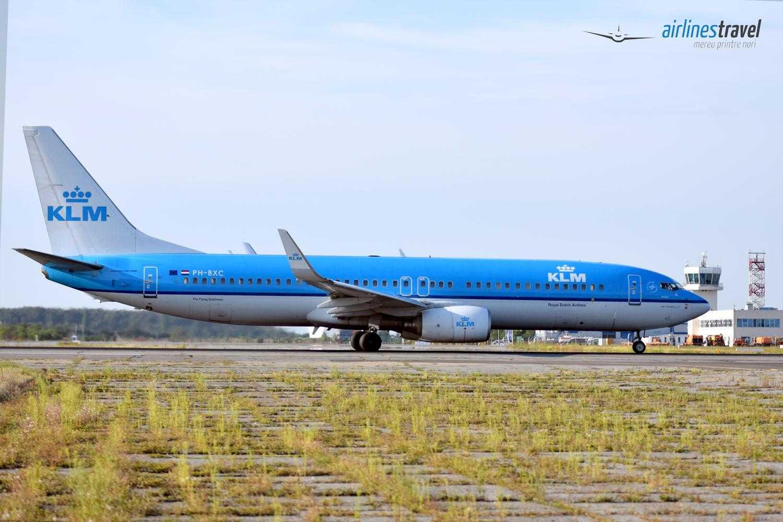 Boeing-737-800-PH-BXC-KLM