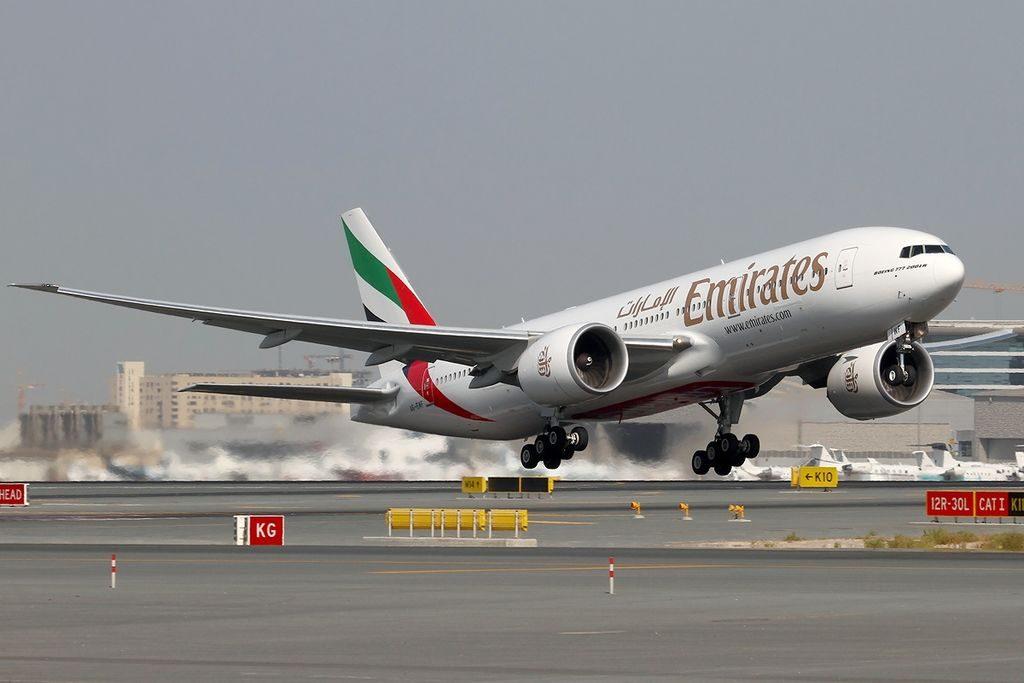 Boeing 777-21H-LR Emirates