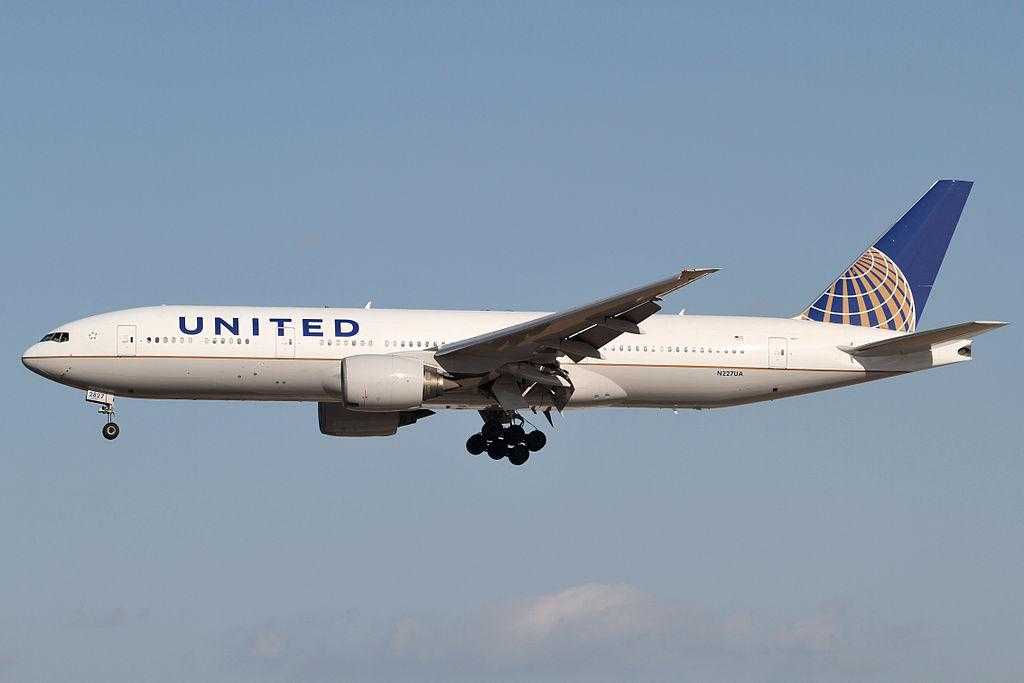 United_Airlines_B777-200ER(N227UA)
