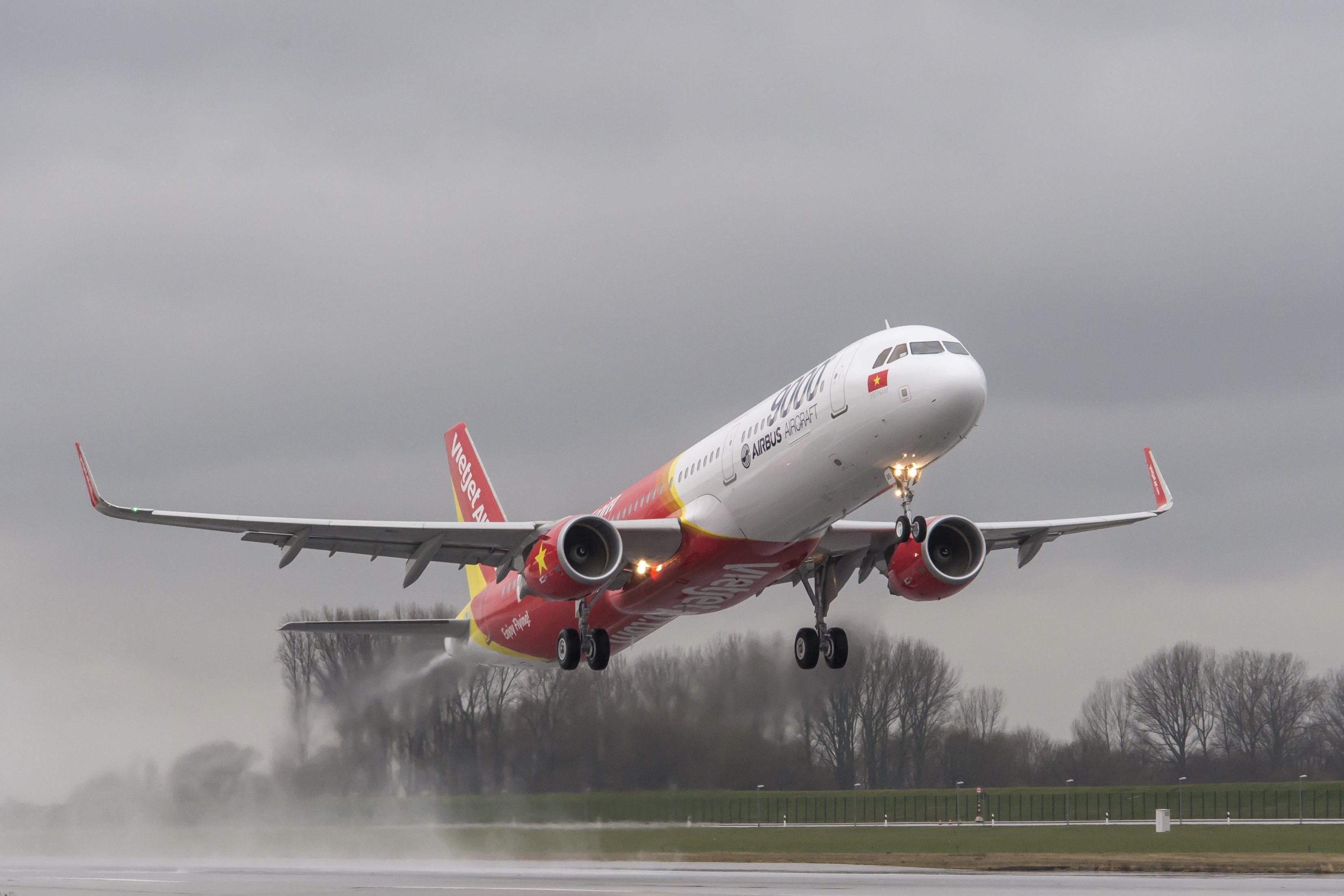 VietJetAir_first_A321_Ferry_Flight.jpg