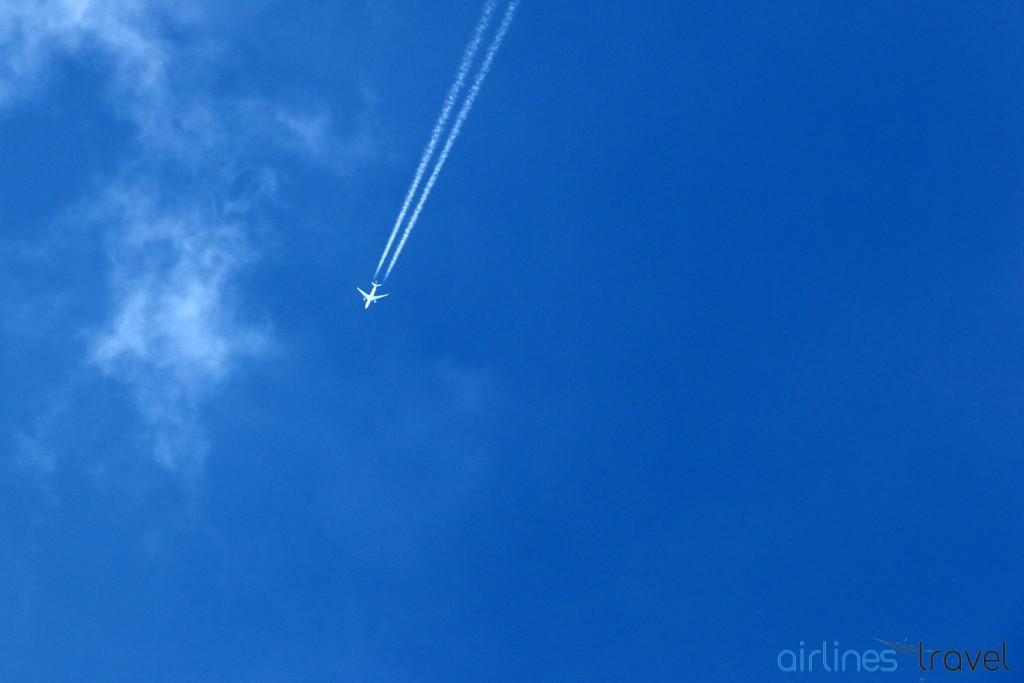 Contrails - Boeing 787 Qatar Airways