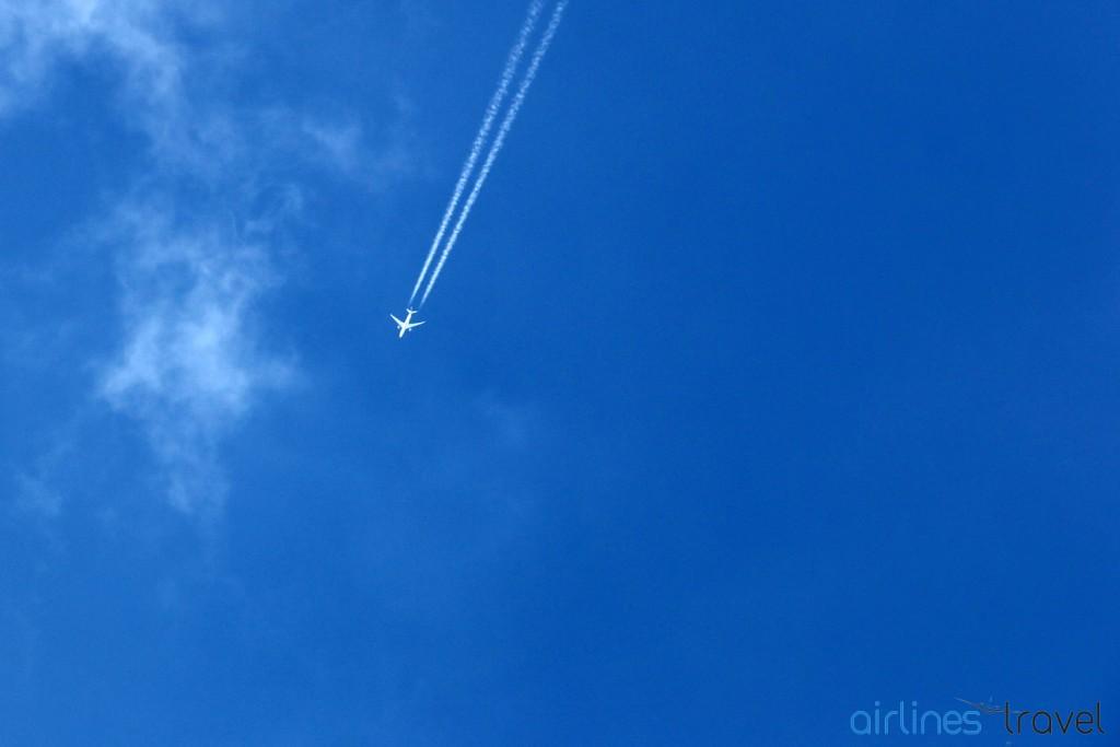 Contrails - Boeing 787 Qatar Airways