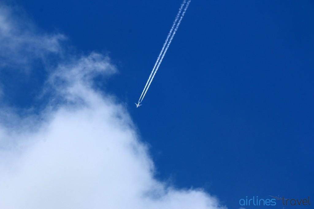 Contrails - Boeing 777 Emirates