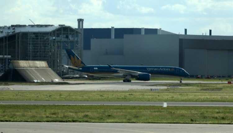 Primul Airbus A350 XWB Vietnam Airlines a operat cu succes primul zbor