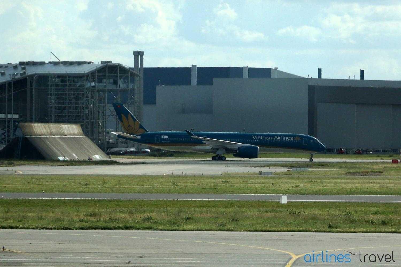 Airbus-A350-XWB-Vietnam-Airlines