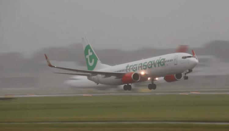 (Video) Boeing 737-800 Transavia – aterizare fără flapsuri şi cu vânt din lateral