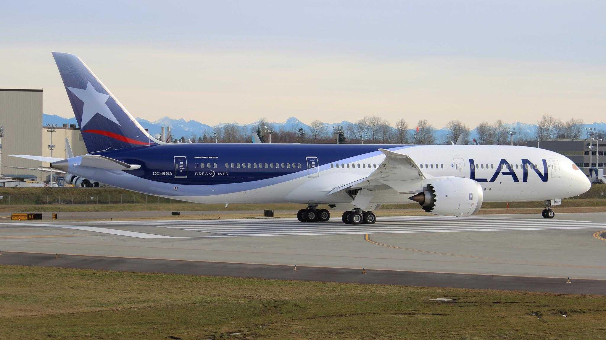 Boeing-787-9-LAN
