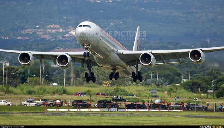 (Video) Vezi cât de jos a zburat un Airbus A340-600 Iberia la aterizare în San Jose – Costa Rica