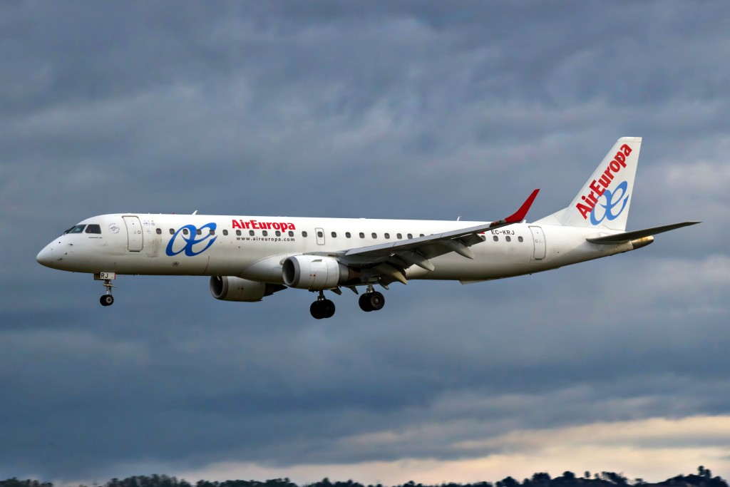 EC-KRJ-Embraer-Air-Europa-New-Livery-2