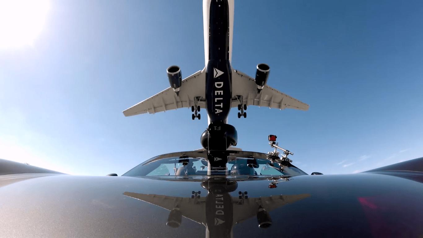 A330-300-Delta-Air-Lines-vs-Porsche-1