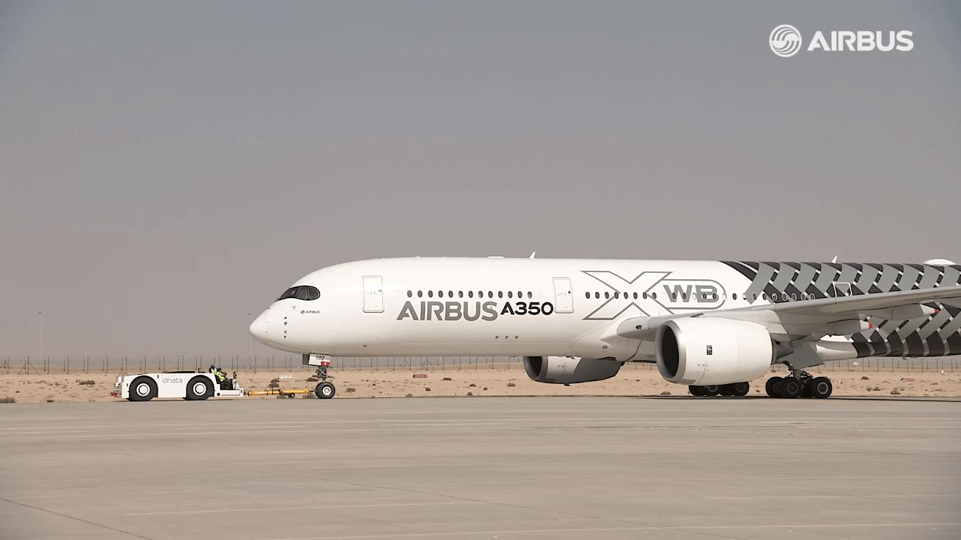 Airbus-A350-XWB-Dubai-Airshow-2015-1