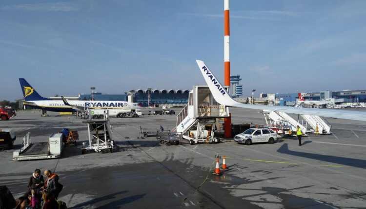 Ryanair deschide bază la Bucureşti cu 3 avioane / mai multe zboruri