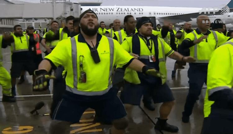 (Video) Vezi cum a fost întâmpinată echipa naţională de rugby a Noii Zeelande