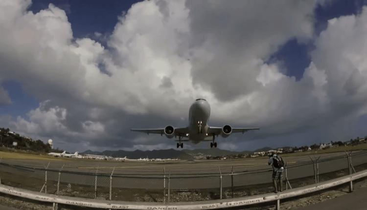 (Video) Decolarea spectaculoasă a unui Airbus A319-100 American Airlines  de la St. Maarten