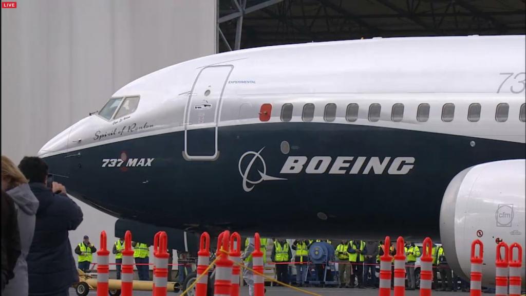 B737MAX-in-zbor-landing-13