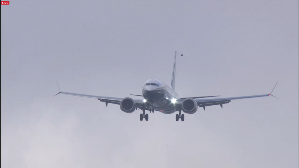 B737MAX-in-zbor-landing-2