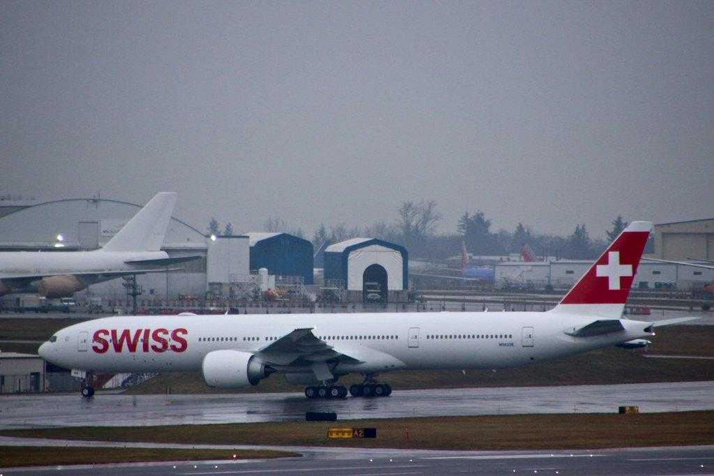 Boeing-777-300ER-SWISS-1