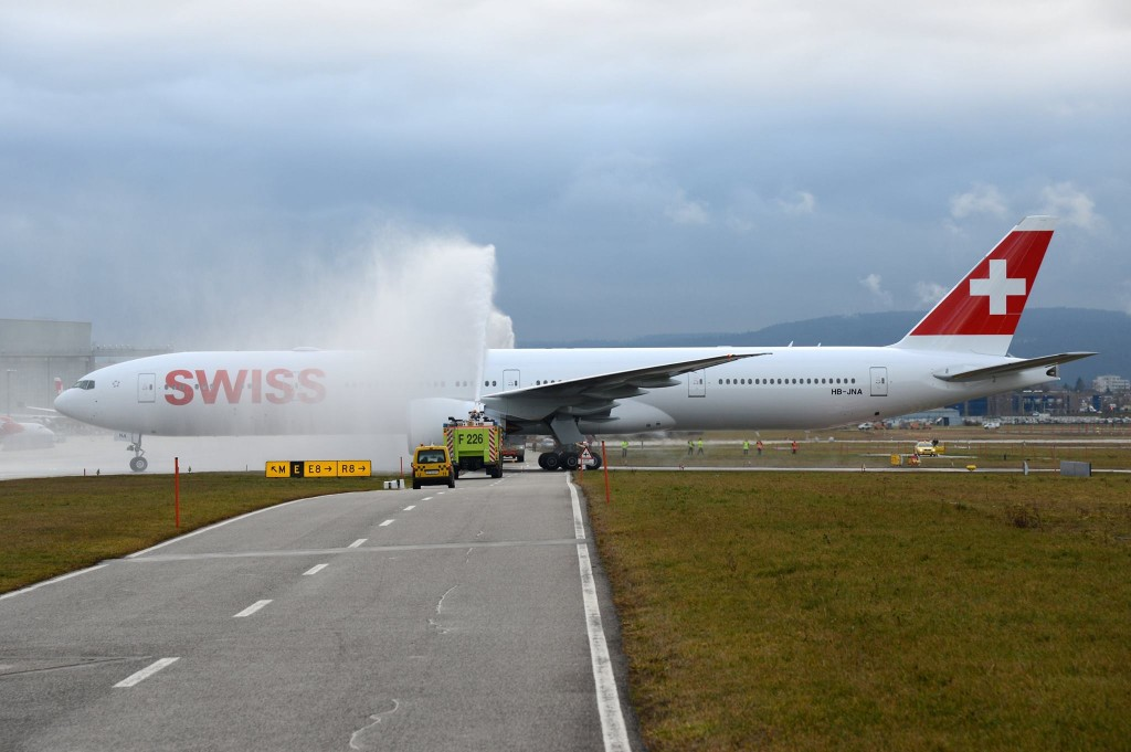 First-Boeing-777-300ER-SWISS-1